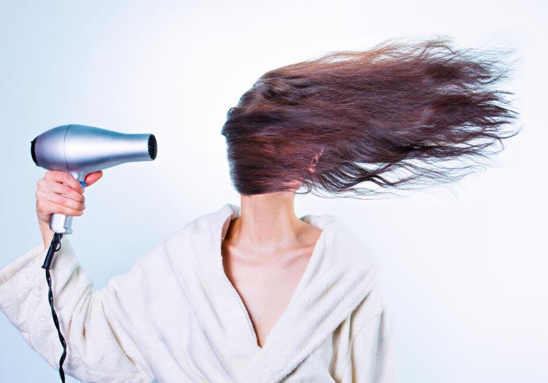 Sole-e-mare-nemici-dei-capelli