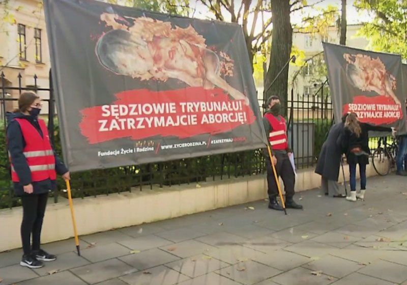 Aborto, divieto in Polonia in caso di malformazione del feto