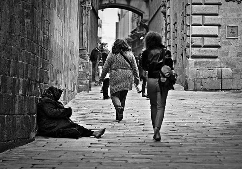 povertà-donna-caritas-italia